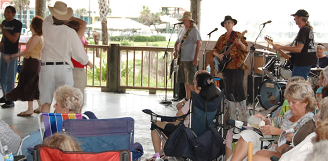 In summer every Wednesday at 7 p.m. music at the sea concerts will take place near the pier.